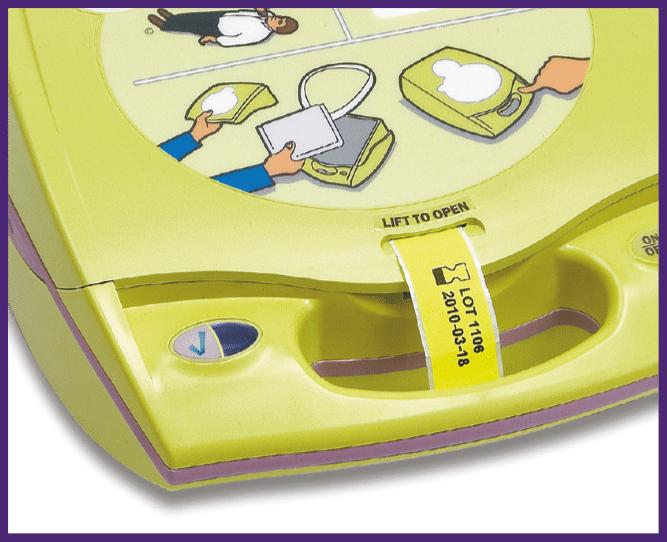 7. Työnnä keltainen liuska kannessa olevan aukon läpi