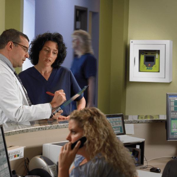 ZOLL-seinäkaappi AED 3 -defibrillaattorille