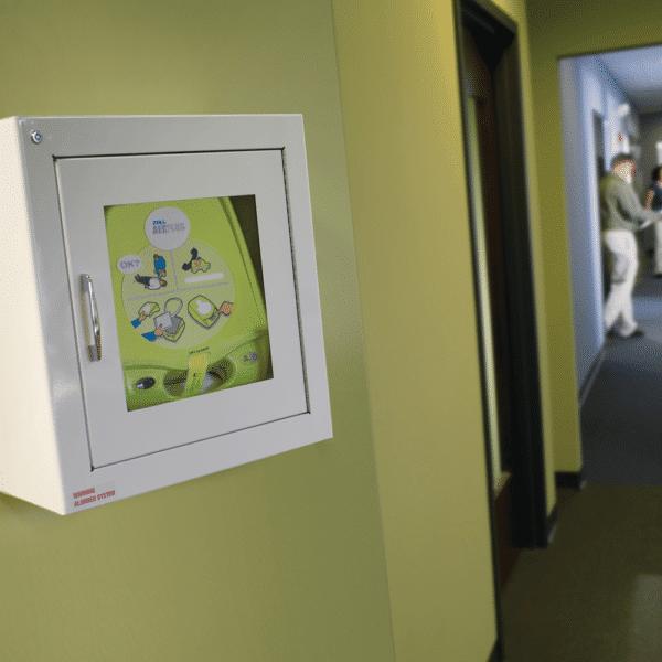 ZOLL-seinäkaappi AED Plus -defibrillaattorille